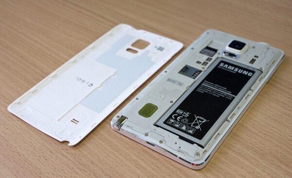 Estrarre la batteria Android per riparare il mio telefono che non si accende