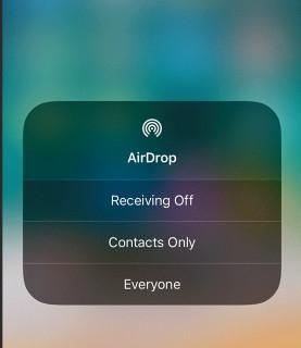 Abilita AirDrop sull'iPhone di destinazione