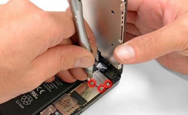 Rimuovi le viti interne di iPhone 5