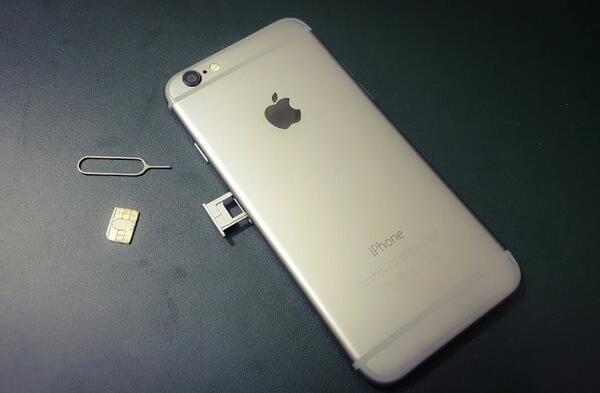 Reinserisci la scheda SIM