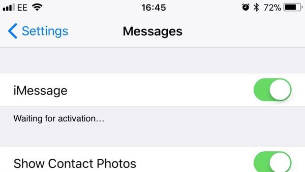 Attiva e disattiva iMessage su iPhone