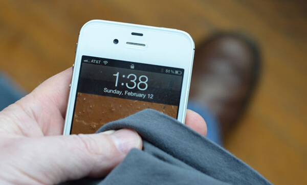 Pulisci schermo di iPhone